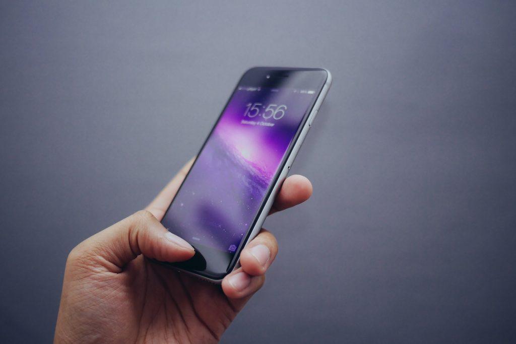 Rsalirsyadsurabaya.co.id – Fitur Mode Gelap pada Smartphone Baik untuk Kesehatan Mata, Benarkah?